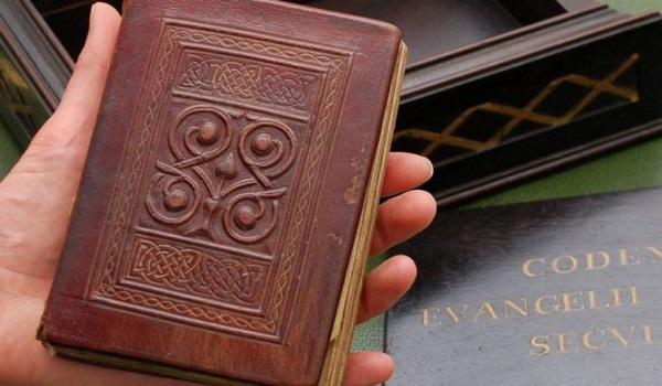 Γιατί το παλαιότερο βιβλίο της Ευρώπης ήταν κρυμμένο μέσα σε φέρετρο;