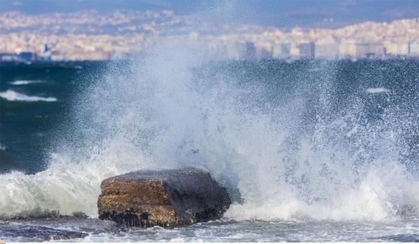 Επελαύνει ο Ξενοφών: Κύματα 10 μέτρων, μεσογειακός κυκλώνας και χιόνια