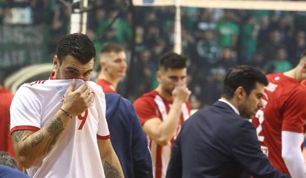 ΠΑΟ - Ολυμπιακός: Ξανάρχισε ο αγώνας μετά τη διακοπή λόγω δακρυγόνων