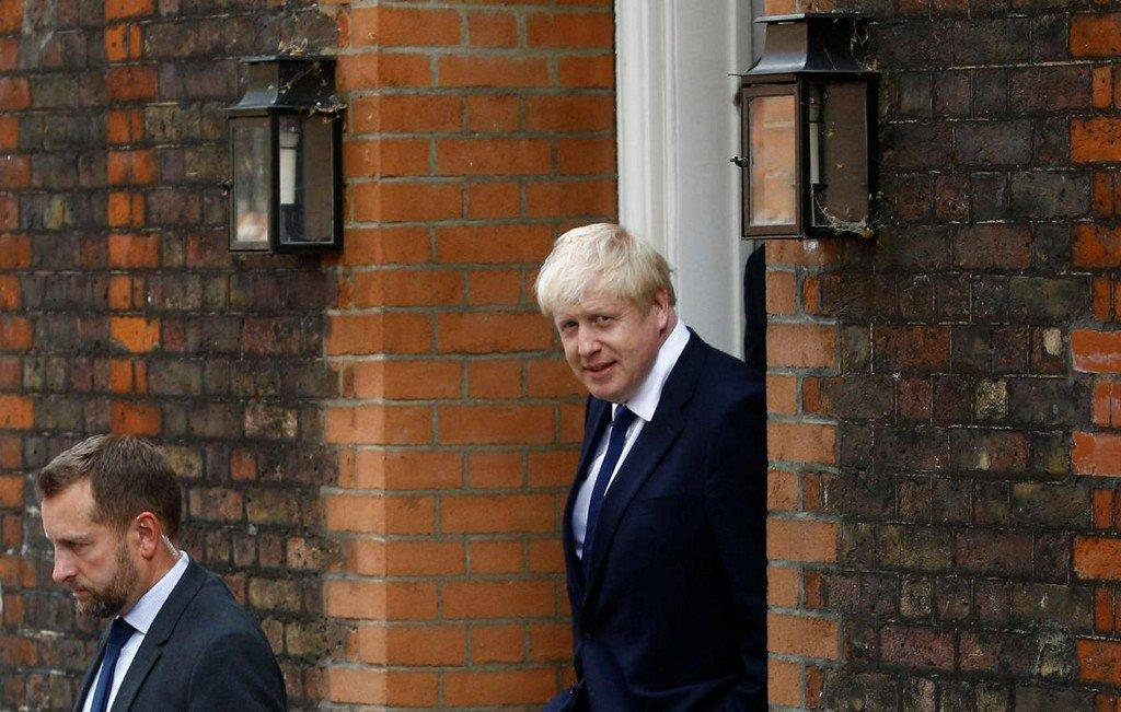 Brexit: Εξετάζει ξανά το σχέδιο δημιουργίας γέφυρας μεταξύ Σκωτίας και Β. Ιρλανδίας ο Τζόνσον