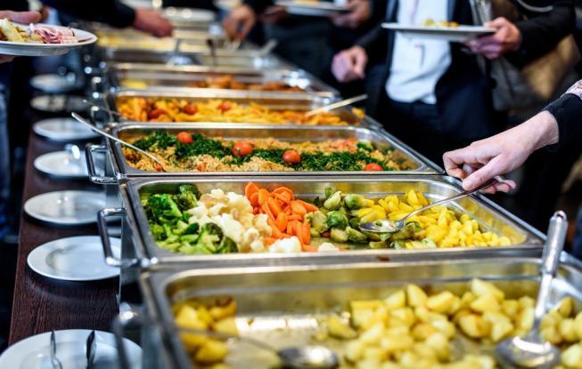 Τι να μην φάτε ποτέ από έναν μπουφέ - Τι αποκαλύπτουν ειδικοί και διατροφολόγοι