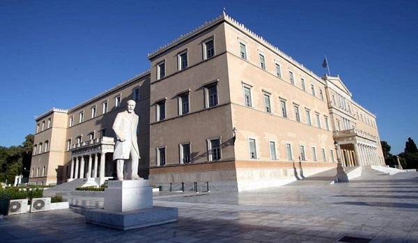 ΣΕΒ: Ένας Έλληνας παράγει το εισόδημα που καταναλώνουν τρεις