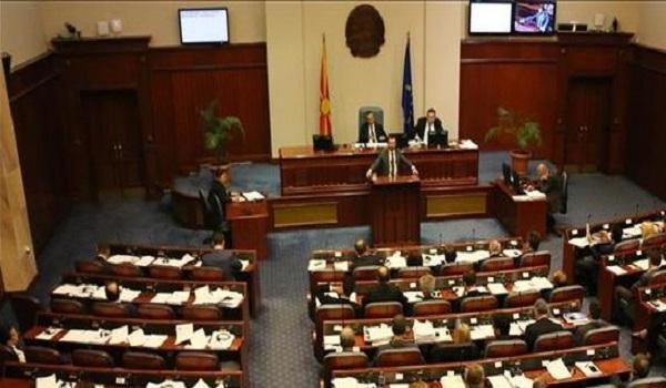 Σκοπιανό: Η Βουλή των Σκοπίων επικύρωσε  τη συμφωνία Τσίπρα - Ζάεφ