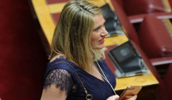 Η έγκυος βουλευτής που τράβηξε τα βλέμματα στην ορκωμοσία της Βουλής