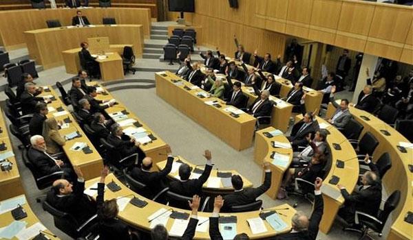 Καταργούνται τα προκλητικά επιδόματα των βουλευτών