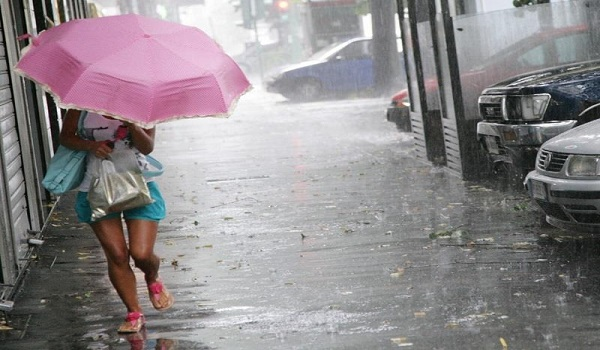 Χειμωνιάτικο το σκηνικό του καιρού με βροχές και καταιγίδες την Τρίτη