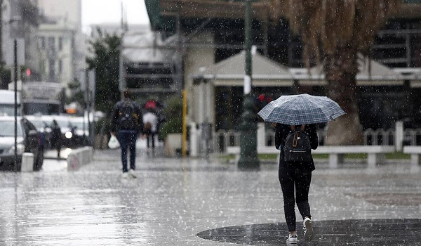 Ισχυρές βροχές, καταιγίδες και χιόνια το μισό Σάββατο - Τι καιρό θα κάνει την Κυριακή