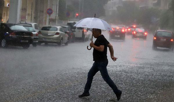 Ισχυρή καταιγίδα πλήττει την Αττική - Σε ισχύ το έκτακτο δελτίο επιδείνωσης καιρού