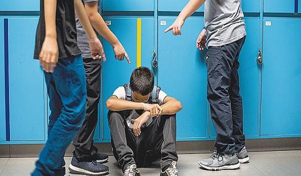 """Τα 17 αγόρια χτυπούσαν έναν συμμαθητή τους και 34 γονείς καμαρώνουν γιατί έχουν τα """"καλύτερα παιδιά του κόσμου"""""""