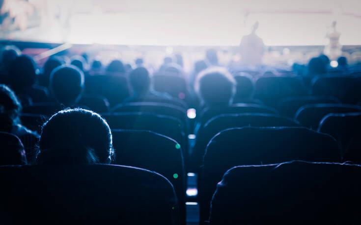 Θα ανοίξουν πάλι τα σινεμά; Ο φόβος της κλειστής αίθουσας