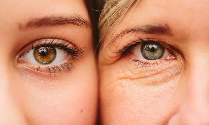 Έξι καθημερινές συνήθειες που γερνούν πρόωρα τα μάτια σας
