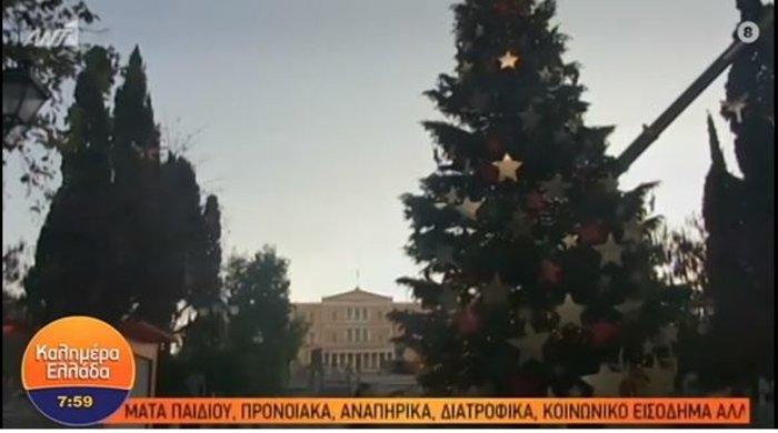 Το χριστουγεννιάτικο δέντρο στο Σύνταγμα έγινε Πύργος της Πίζας