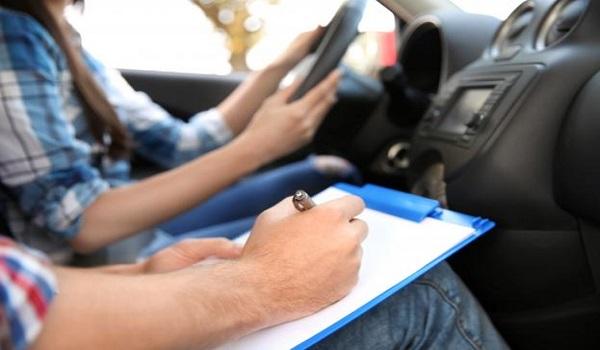 Έρχεται νομοθετική ρύθμιση για τα διπλώματα οδήγησης - Τι θα περιλαμβάνει
