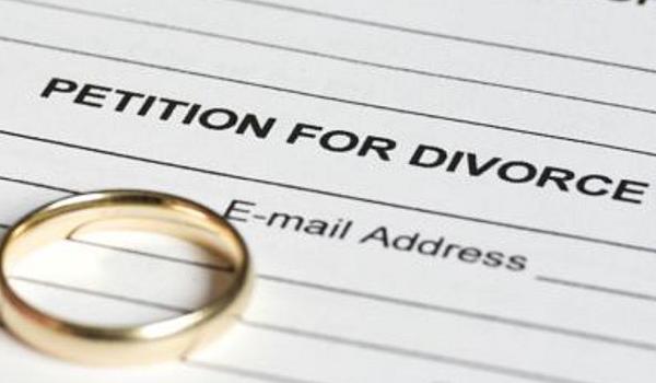 Ποιος διάσημος ηθοποιός παίρνει διαζύγιο έπειτα από 20 χρόνια γάμου