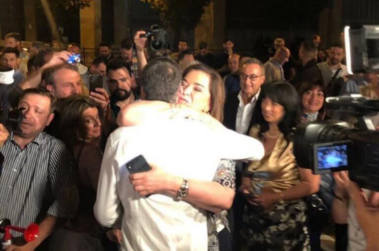Ντόρα Μπακογιάννη στην αγκαλιά του γιου της: Συγχαρητήρια αγόρι μου