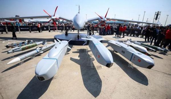 Αυτό είναι το τουρκικό επιθετικό drone. Κουβαλά όσα όπλα και ένα μαχητικό F-16!
