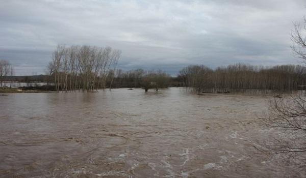 Ανεβαίνει η στάθμη του νερού στον Έβρο