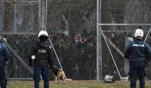 Μεταναστευτικό: Λειτουργούν οι απωθήσεις στον Έβρο, αγωνία για τα νησιά
