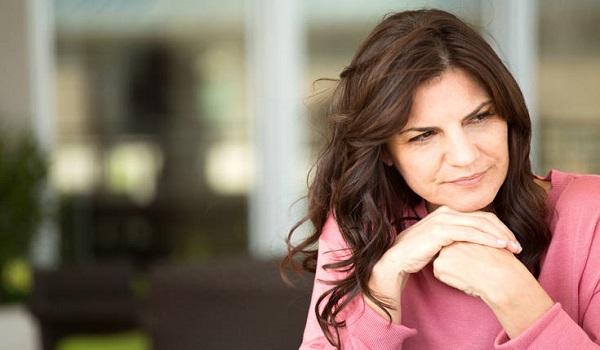 Ο σοβαρός κίνδυνος για τις γυναίκες που κάνουν θεραπείες της εμμηνόπαυσης