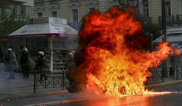 Επεισόδια στην πορεία μνήμης Γρηγορόπουλου - Πετροπόλεμος, μολότοφ και ζημιές