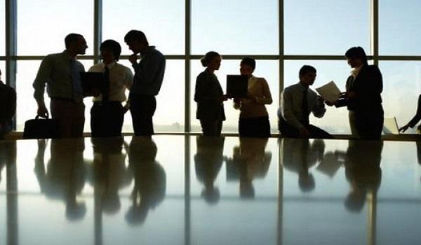 Ποιες επιχειρήσεις μπορούν να εφαρμόσουν εκ περιτροπής εργασία με μισό μισθό