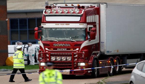 Βρετανία: Δύο 15χρονοι μεταξύ των 39 νεκρών του φορτηγού ψυγείου