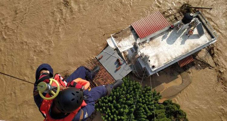 Εύβοια: Και τέταρτος νεκρός από τις πλημμύρες, ανάμεσα τους και ένα βρέφος – Στην περιοχή ο Χαρδαλιάς
