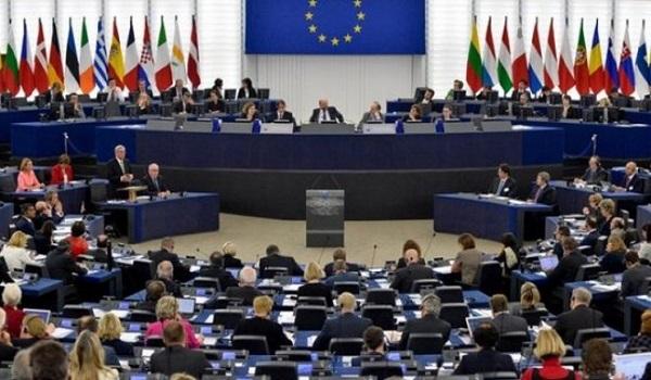 Χειροκροτήματα στο Ευρωκοινοβούλιο για τη συμφωνίας Ελλάδας και Σκοπίων