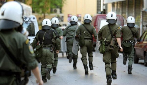 Αστυνομική επιχείρηση στα Εξάρχεια: Σφραγίζουν κτίριο κατάληψης