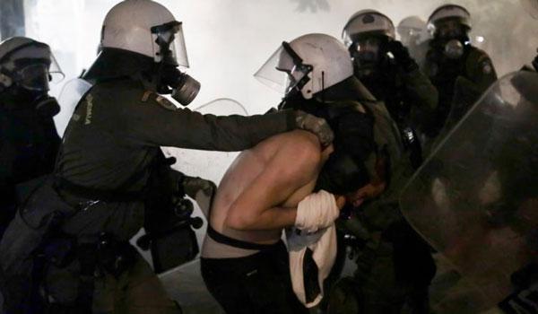 ΕΔΕ για τις καταγγελίες περί αστυνομικής βίας στα Εξάρχεια. Τι απαντά ο Χρυσοχοΐδης