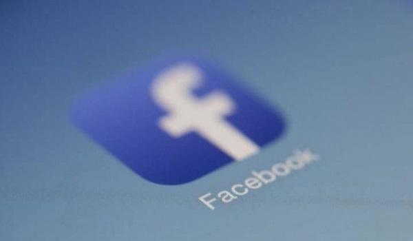 Facebook: Αναφορές χιλιάδων χρηστών για μπλακάουκ
