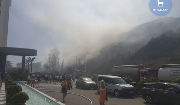 Συναγερμός στη Ρόδο: Μεγάλη φωτιά στο Φαληράκι