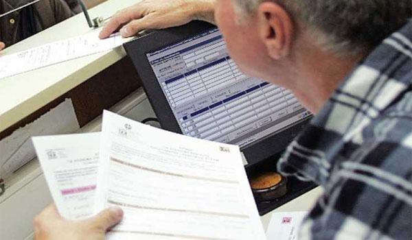 Φορολογικές δηλώσεις: Λήγει σήμερα η προθεσμία - Τσουχτερά πρόστιμα για καθυστερήσεις και λάθη
