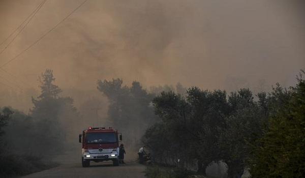 Πυρκαγιά στην Αμαλιάδα – Εκκενώνεται το χωριό Δαφνιώτισσα