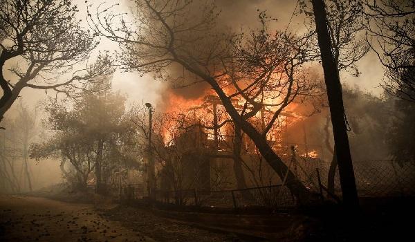 Η φωτιά στην Κινέτα από τα χειρότερα σενάρια - Εχει χαρακτηριστικά πυρκαγιών του 2007