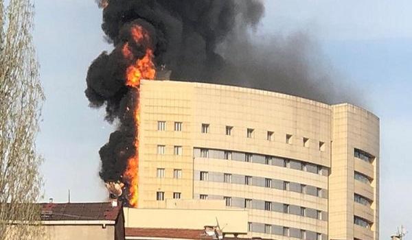 Υπό έλεγχο η μεγάλη φωτιά σε νοσοκομείο στην Κωνσταντινούπολη