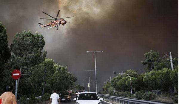 Έμεινε από καύσιμα το πρώτο ελικόπτερο που έφτασε στο Μάτι