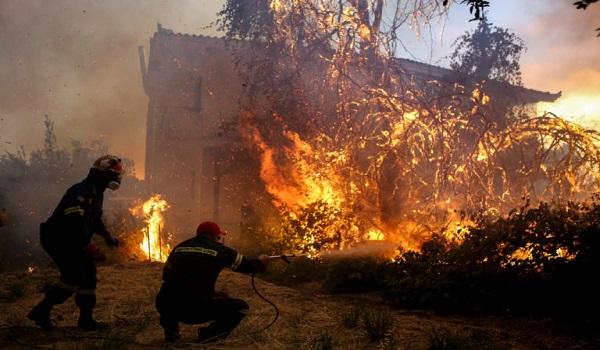 Σε κατάσταση έκτακτης ανάγκης η Εύβοια: Αίτημα για βοήθεια από την Ευρώπη - Κάηκαν σπίτια