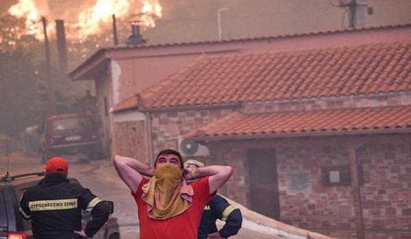 Φωτιά - Εύβοια: Δε μπορείς να πας πουθενά! Το χωριό Κοντοδεσπότι είναι σε κλοιό