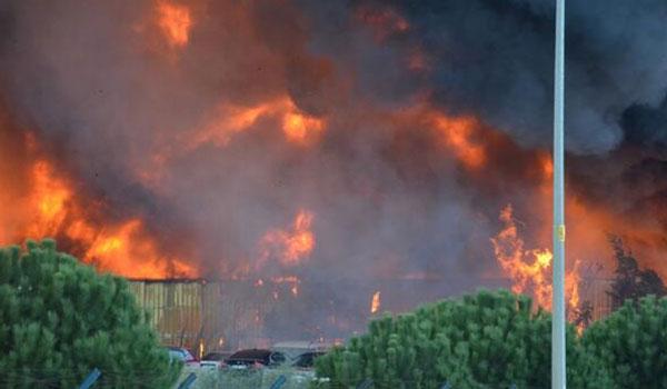 Κωνσταντινούπολη: Δύο πυροσβέστες τραυματίες από πυρκαγιά σε χημικό εργοστάσιο
