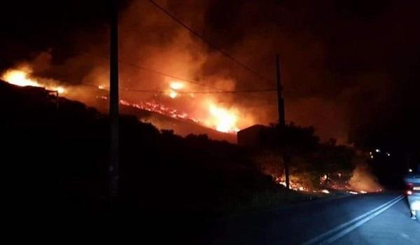Φωτιά στο Πόρτο Ράφτη: Υπό μερικό έλεγχο η πυρκαγιά, κινδύνευσαν σπίτια