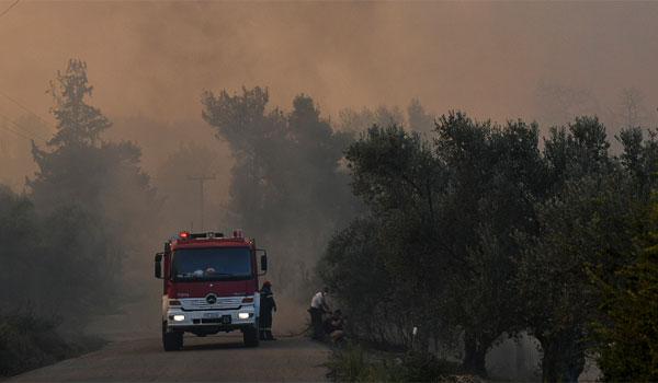 Η στιγμή που δίνεται η εντολή εκκένωσης οικισμού στην Εύβοια. Βίντεο