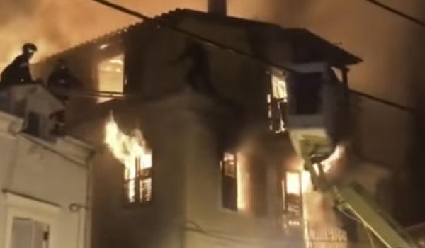 Φωτιά σε τριώροφο σπίτι στη Κέρκυρα: Σε κρίσιμη κατάσταση ο πατέρας
