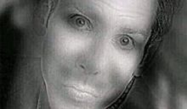 Εσείς  τι βλέπετε σε αυτή τη φωτογραφία; Έναν άνδρα ή μια γυναίκα; Ή μήπως και τα δύο;