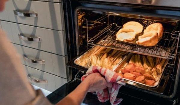 Αυτές είναι οι 7 τροφές που δεν πρέπει ποτέ να ξαναζεστάνετε