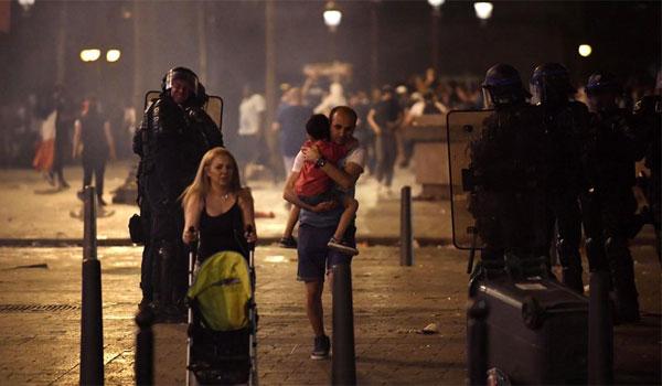 Γαλλία: Δυο νεκροί και ταραχές στο περιθώριο των πανηγυρισμών για την κατάκτηση του Μουντιάλ