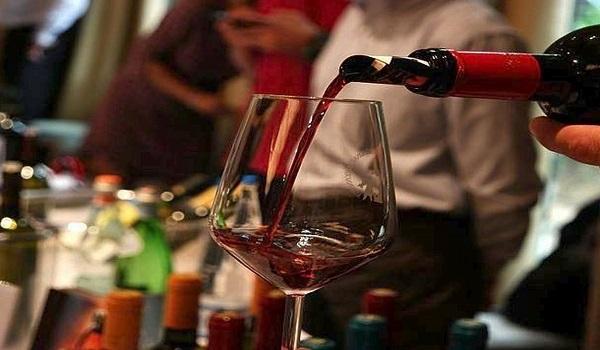 Έρευνα: Ένα ποτήρι κόκκινο κρασί βοηθά στη μείωση του βάρους - Σαν να κάνεις μία ώρα γυμναστική