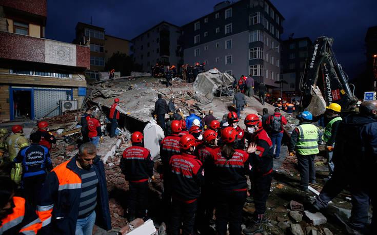 Αυξάνεται ο αριθμός των θυμάτων από την κατάρρευση κτιρίου στην Κωνσταντινούπολη