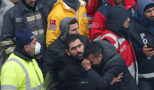 Κωνσταντινούπολη: Στους 17 οι νεκροί από την κατάρρευση πολυκατοικίας