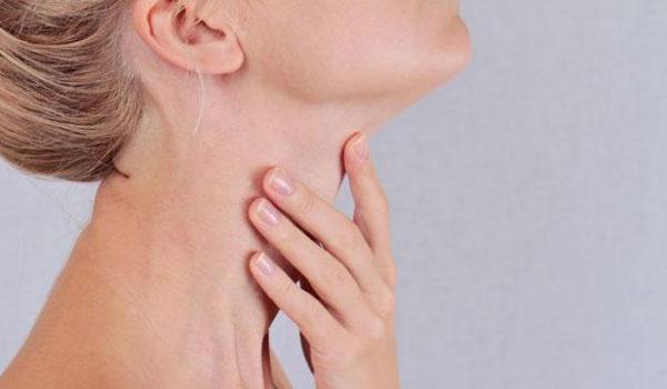 Τρεις συμβουλές, για να κάνετε τον λαιμό σας να δείχνει νεότερος